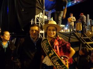 Presidente y Vocal del GADP Sra. Cecilia Cambizaca junto a la Cholita Anabel Ríos