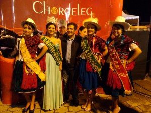 Cholita Chordelence junto al Presidente del GADP de Principal
